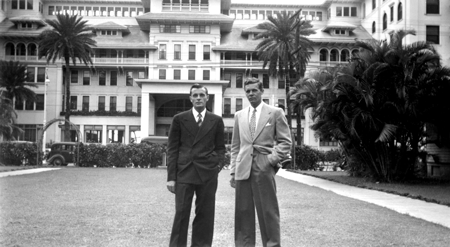 Holden and Burridge at Moana Hotel, Waikiki 1947 (Lew Burridge)