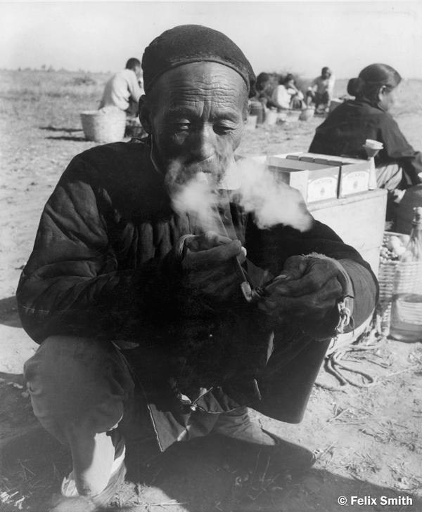 Cigarette Salesman at Wei Hsien Airport (Copyright: Felix Smith)