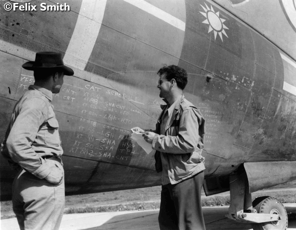 Eddie Simms and Var Green Evac with C-46 (Copyright: Felix Smith)
