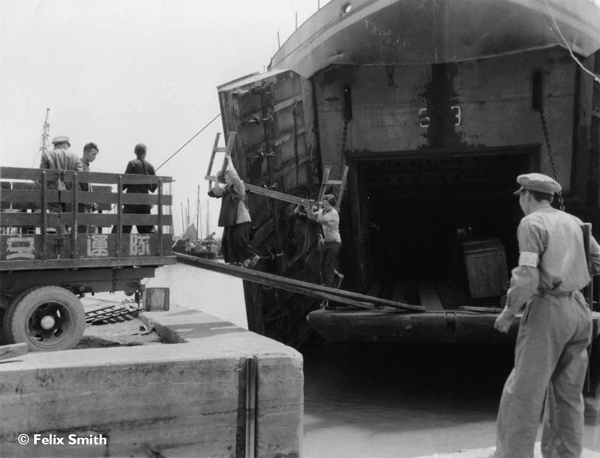 Unloading the CAT LST in Canton During the Evacuation of Shanghai (Copyright: Felix Smith)